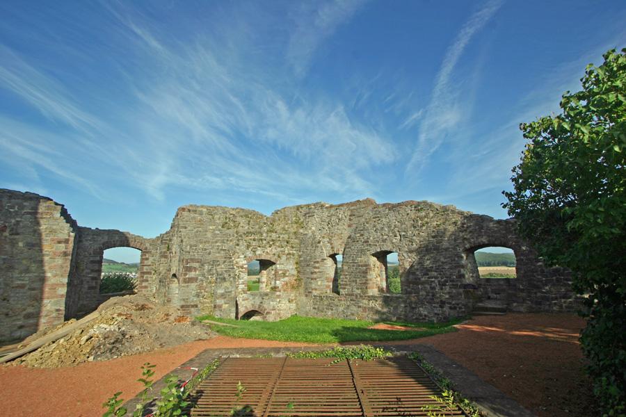 Innenhof der Burg Polle 1