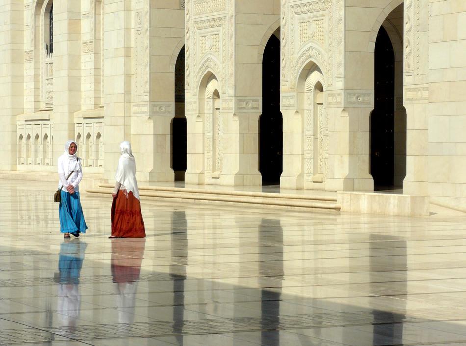 Innenhof der Sultan Qaboos Moschee