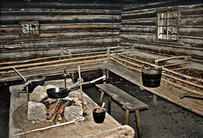 Innenraum der Holzknechthütte ...