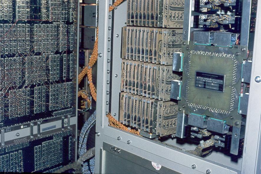 Inneres eines Großrechners (Siemens 4004-35)