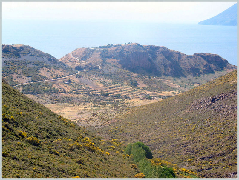 "Insel Vulcano bei Sicilien Blick auf den ""kleinen"" Vulkan"