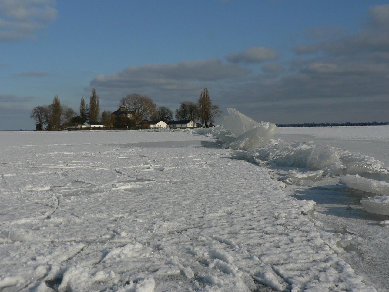 Insel Wilhelmstein auf dem gefrorenen Steinhuder Meer