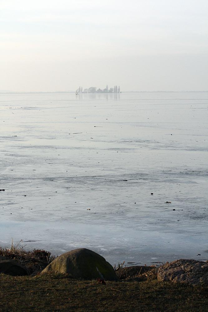 Insel Willhelmstein auf dem zugefrorenen Steinhuder Meer
