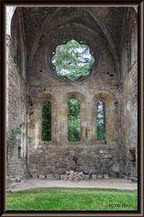Interieur-exterieur, Abbaye de Villelonge. FR.