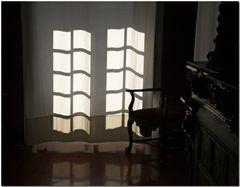 Interior na penumbra