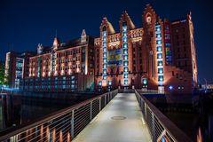 Internationales Maritimes Museum Hamburg bei Nacht