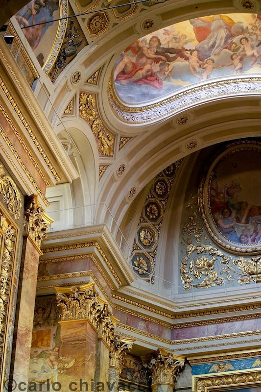 Interno della Cattedrale di San Zeno, Pistoia. Particolare.