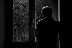 Introspezione guardando la pioggia