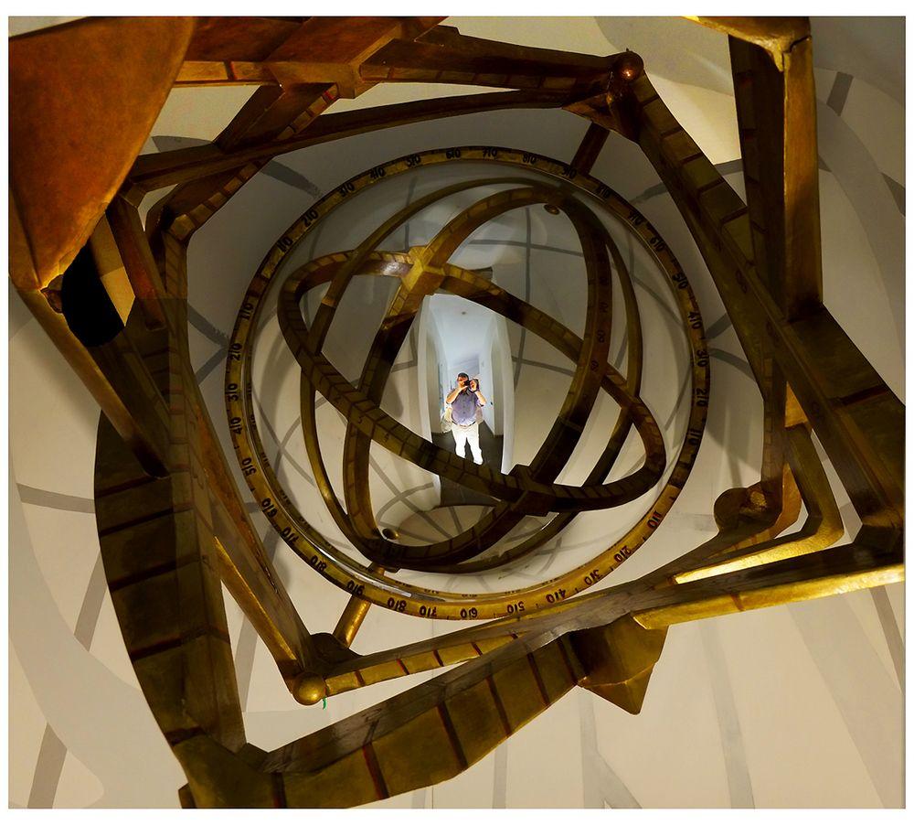 Io.......attraverso un astrolabio su specchio sferico.....