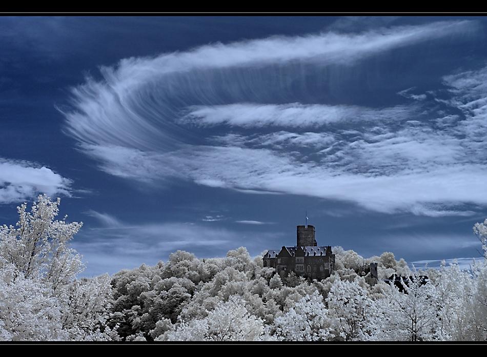 IR-Himmel über Burg Lahneck