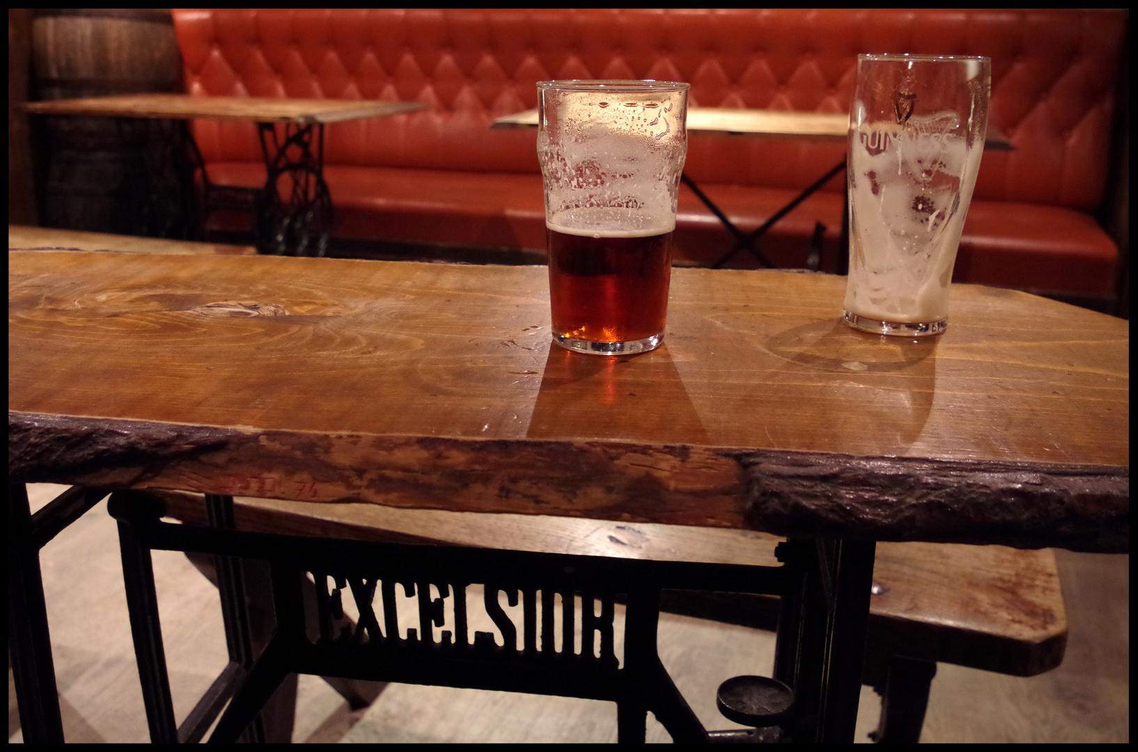 Irish Pub Foto & Bild   möbel, sitzmöbel, alltagsdesign Bilder auf ...