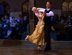 Isabell Edvardsson und Markus Weiss beim Slow Waltz