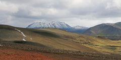 Island: Blick vom Lúdentskál-Krater zum Búrfell