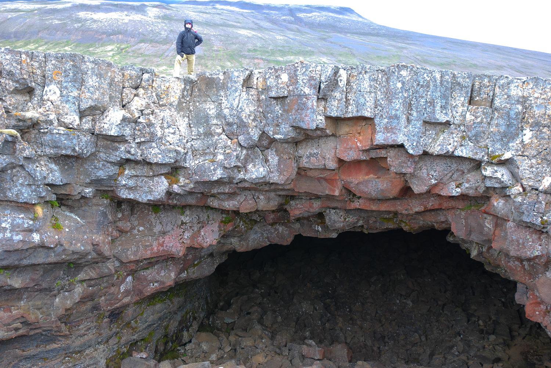 Island. Höhle