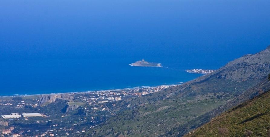 Isola delle Femmine vista dall'alto (e da lontano)
