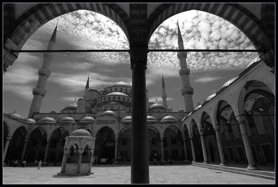Istanbul 9: die blaue Moschee in schwarz-weiss