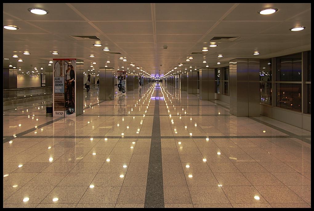 Istanbul Airport -Der Weg zur Transithalle