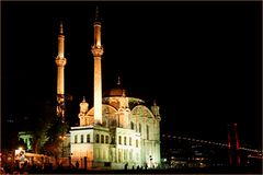 Istanbul: Moschee und Bosporus-Brücke
