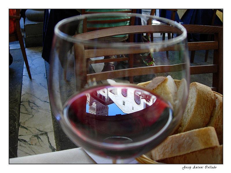 Italian wine (Chianti, Gallo Nero)