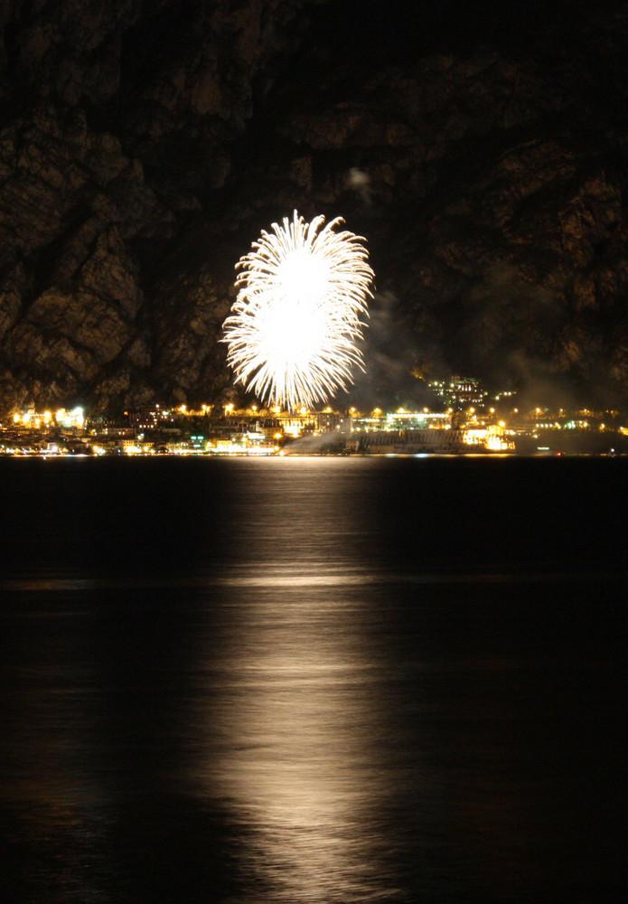 Italien - Feuerwerk am Gardasee