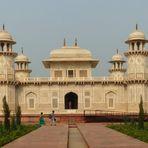 Itimad-ud-Daula (1622 - 1628) - ein Juwel islamischer Architektur. Agra 2018