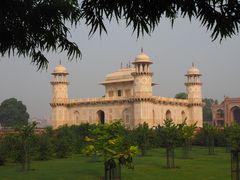 Itimad ud daula Mausoleum, Agra
