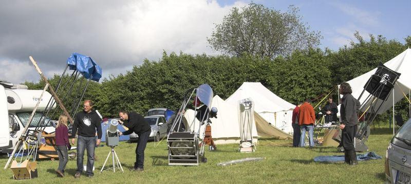 ITV 3 - ... viele Leute mit riesigen Teleskopen ...