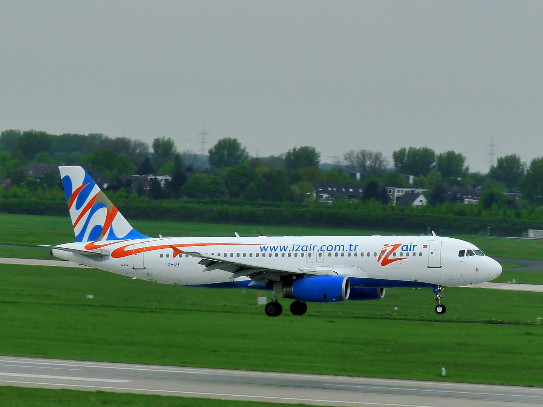 IZair Airbus A320-233