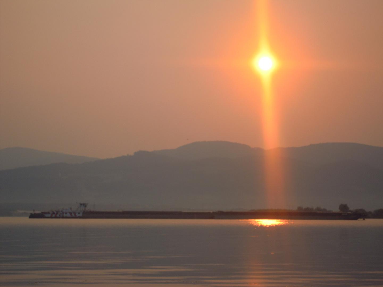 Izlazak sunca na Dunavu (Sunrise over Danube) kod Golupca, Vinci