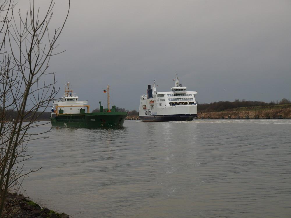 Ja wie fahren Die denn auf dem Nord-Ostsee-Kanal ??
