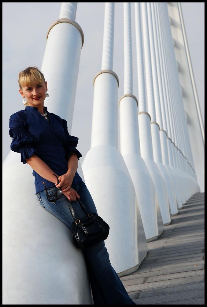 Jadwi en el puente