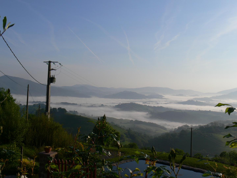 Jakobsweg - Morgennebel über den Pyrenäen
