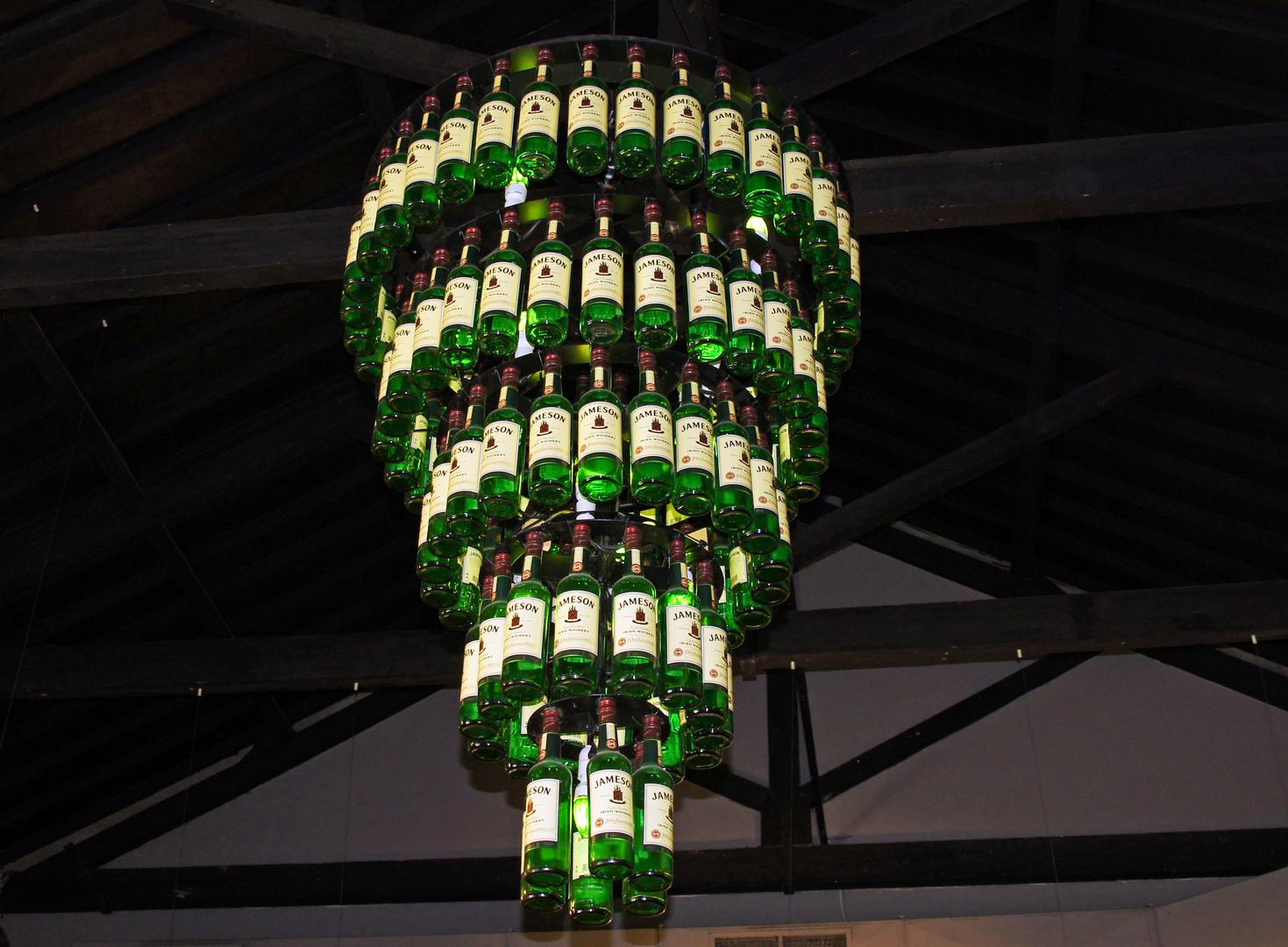 Jameson Kronleuchter Foto & Bild | irland, leuchter, whiskey Bilder ...