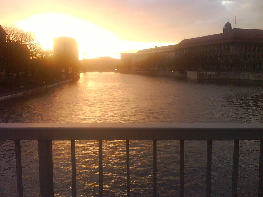 Jannowitzbrücke bei Sonnenuntergang