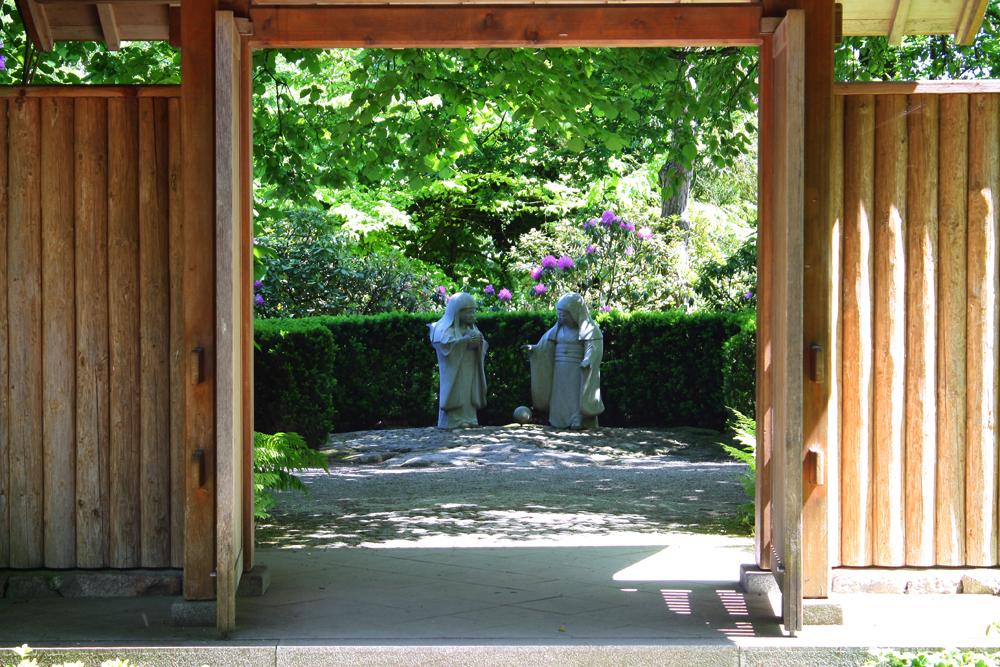Japanische figuren foto bild stein garten figur for Japanische gartenfiguren