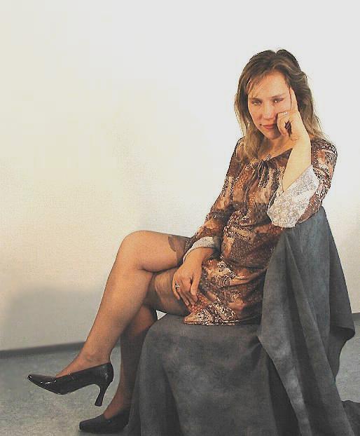 Jasmin auf dem Stuhl