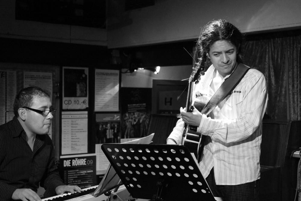 JAZZ KISTE Danilo Rojas Trio mit Gitarrist Antonio Cuadros De Bejar