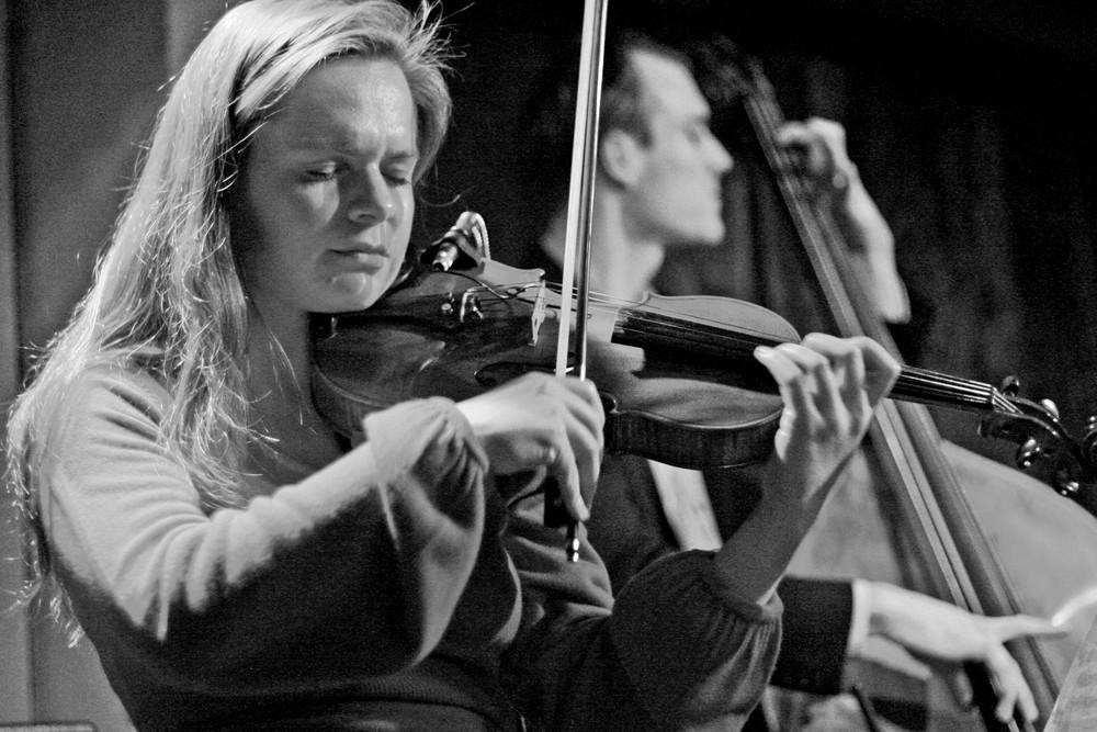 Jazz Stuttgart F.Krier Violinistin am 12.03.09 in Jazzclub KISTE