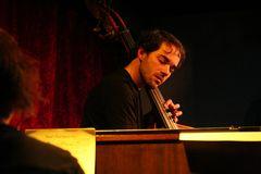 Jazz Stuttgart Kiste - der Bassist Axel Kühn