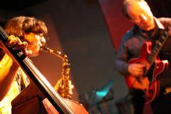 Jazz Stuttgart Kiste - die Haende des Bassiten