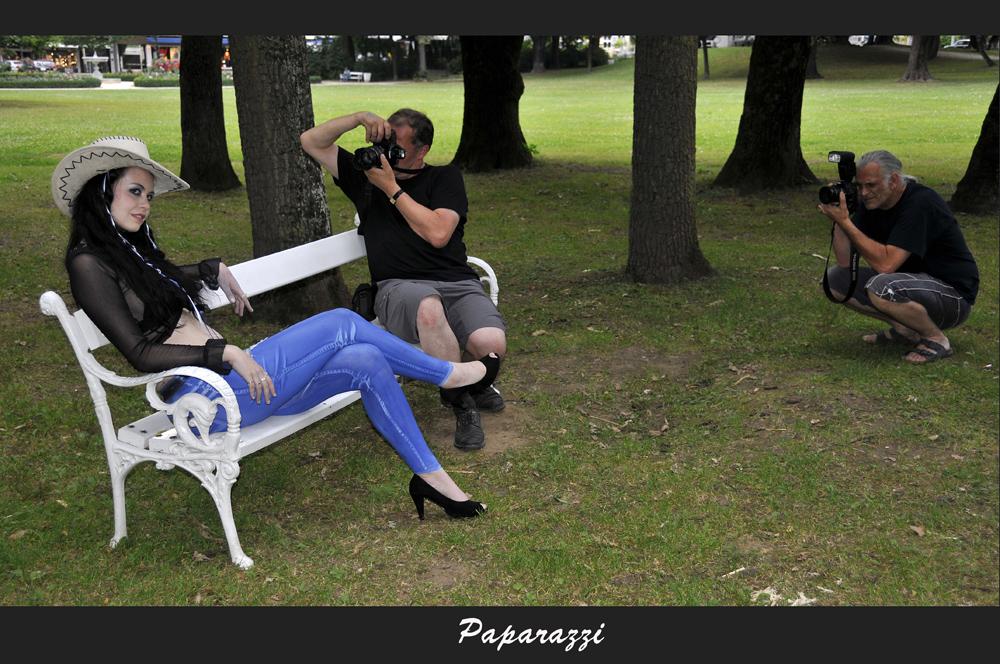 jeans painting und sie liegen dir zu f en foto bild erwachsene menschen bilder auf. Black Bedroom Furniture Sets. Home Design Ideas