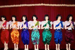 jeden tag eine andere farbe für den könig, cambodia 2010