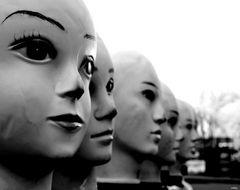 Jeder Mensch hat zwei Gesichter