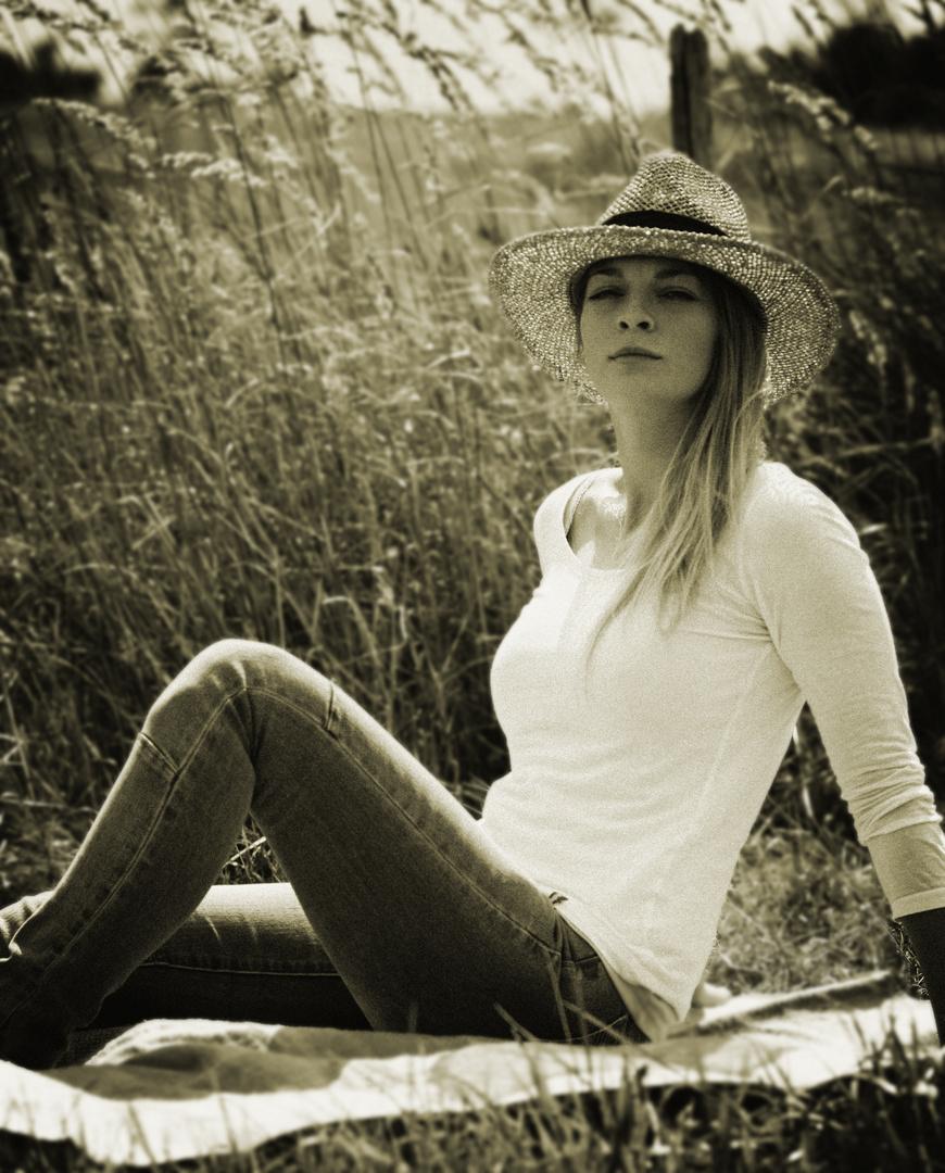 Jenny s / w - outdoor