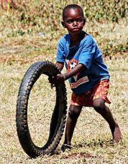 Jeu avec un vieux pneu