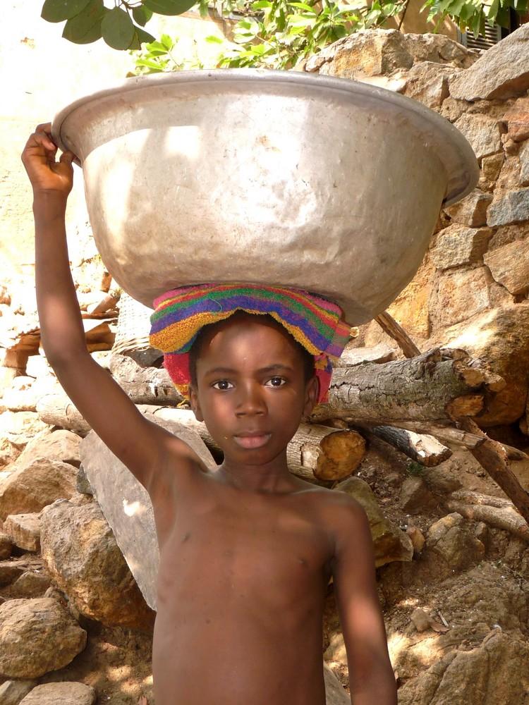 jeune garçon togolais