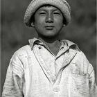 Jeune porteur en Népal