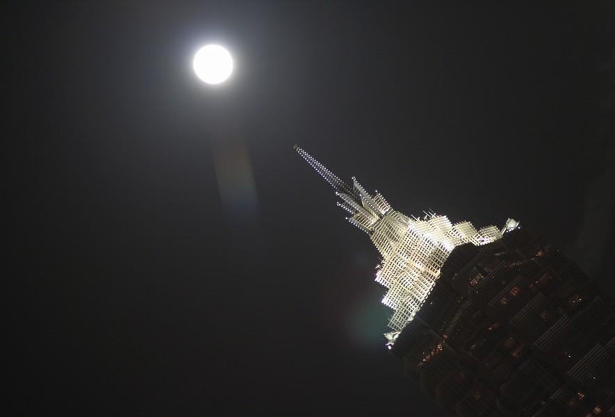 Jin Mao und Mond