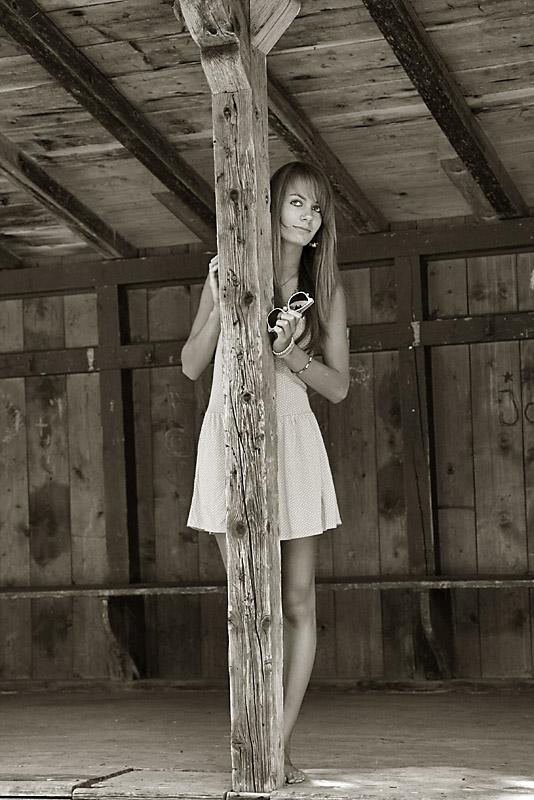 joanna in der alten hütte