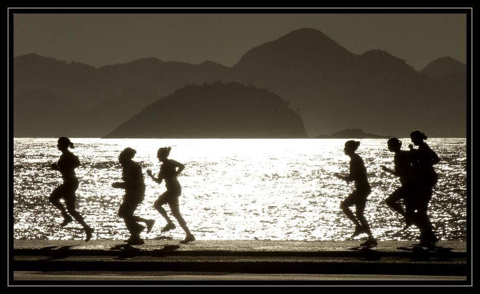 Jogging an der Copacabana kurz nach Sonnenaufgang